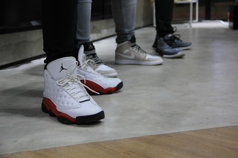 Les basketball shoes